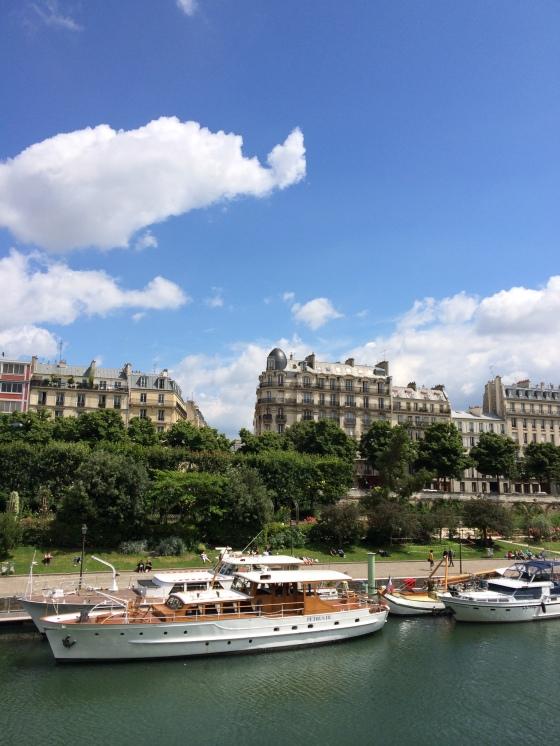 Houseboats on the Seine. La vie est belle!